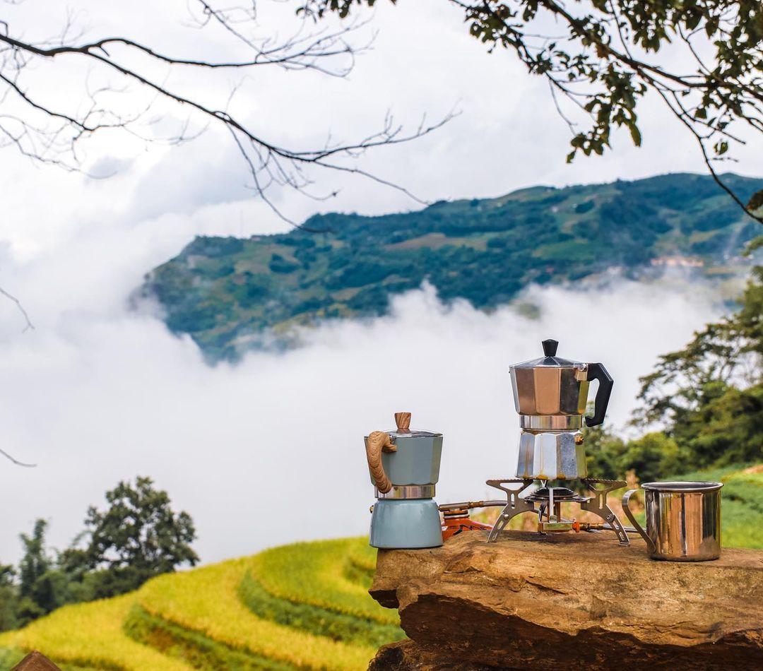 uống cafe ngắm ruộng bật thang khi du lịch y tý