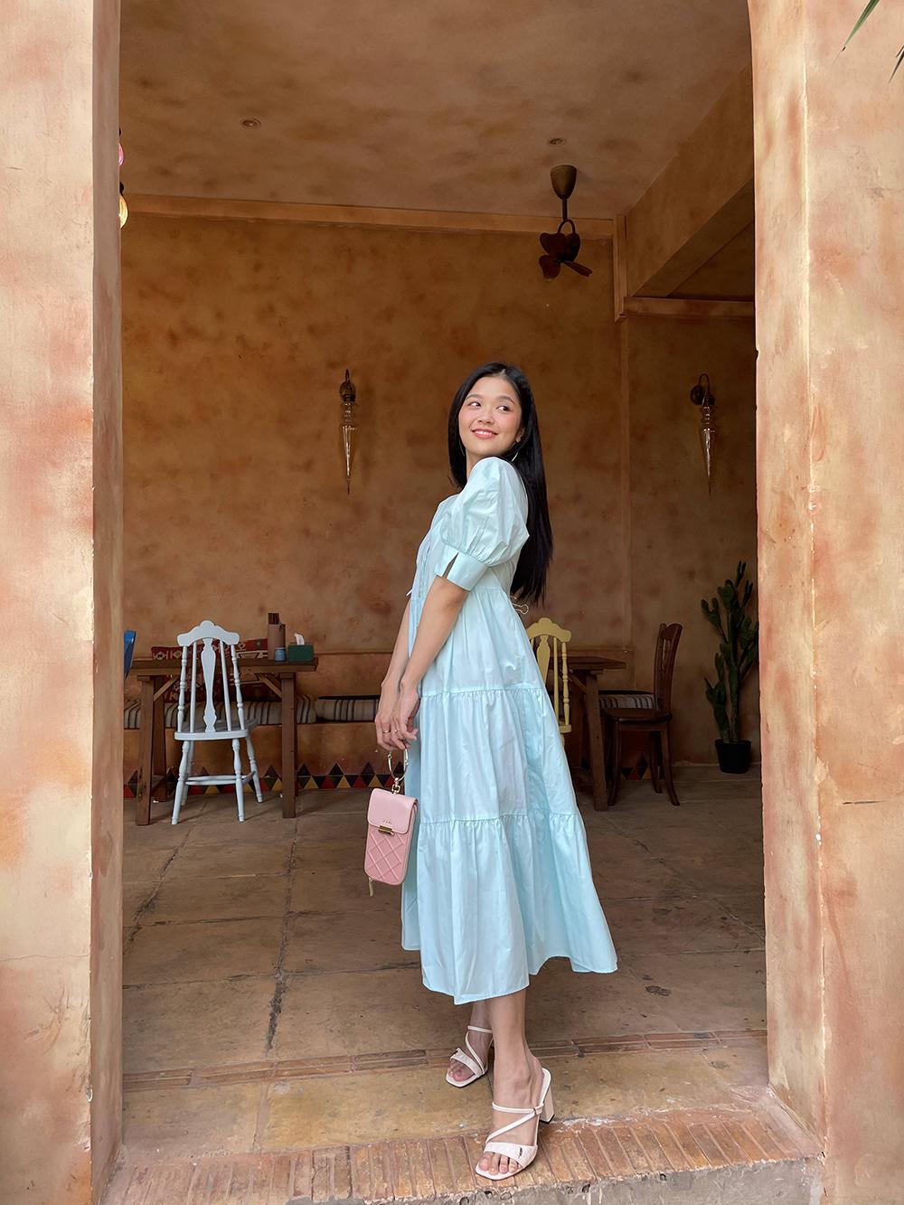 Suni Hạ Linh cùng clutch Juno
