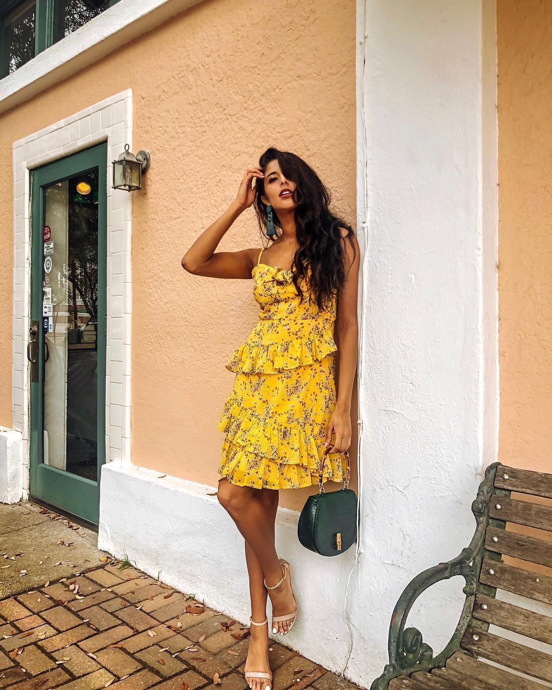 Đầm bèo nhún hoa vàng