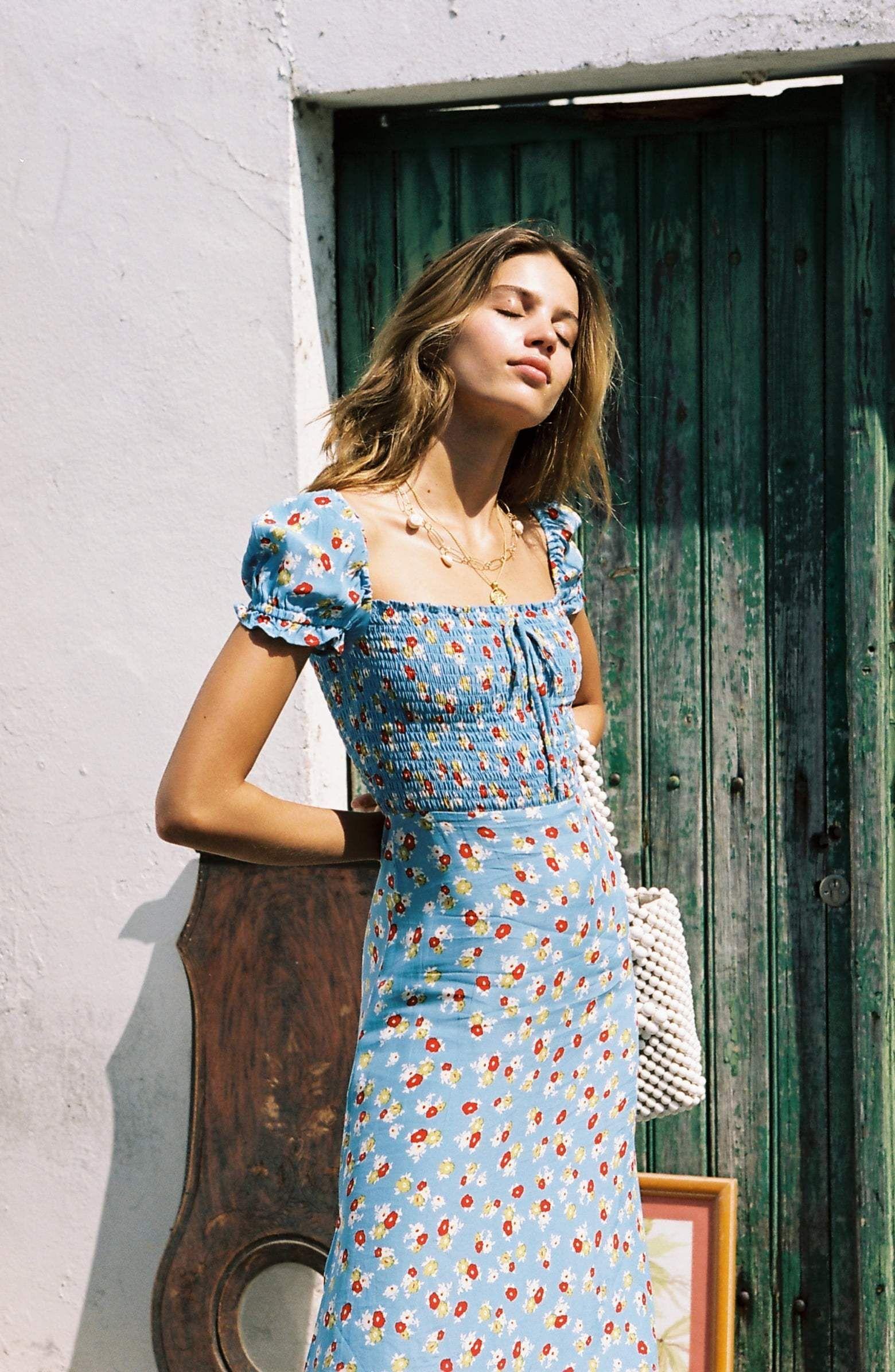 váy hoa đi biển xanh dương