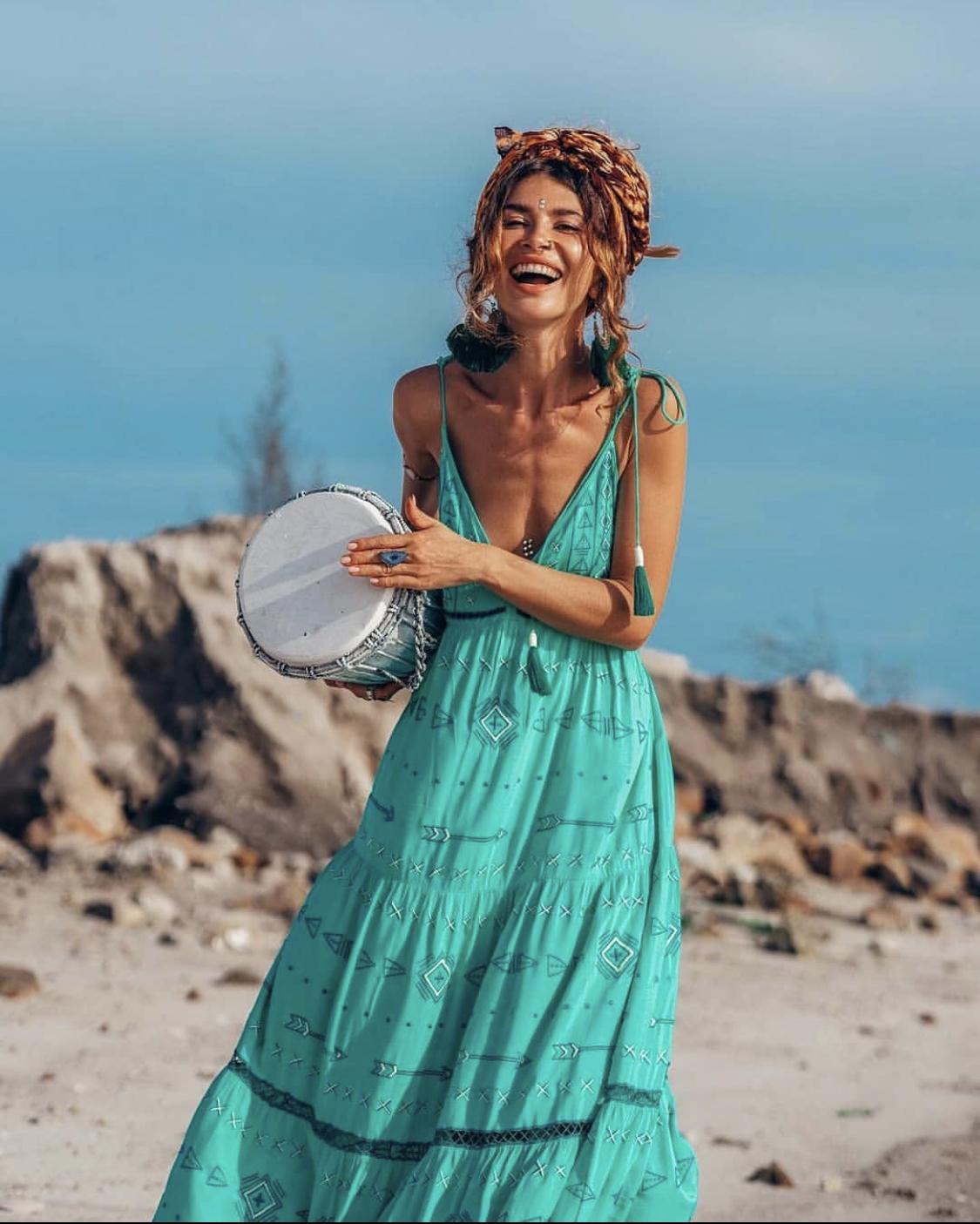 váy đi biển maxi màu xanh cổ vịt