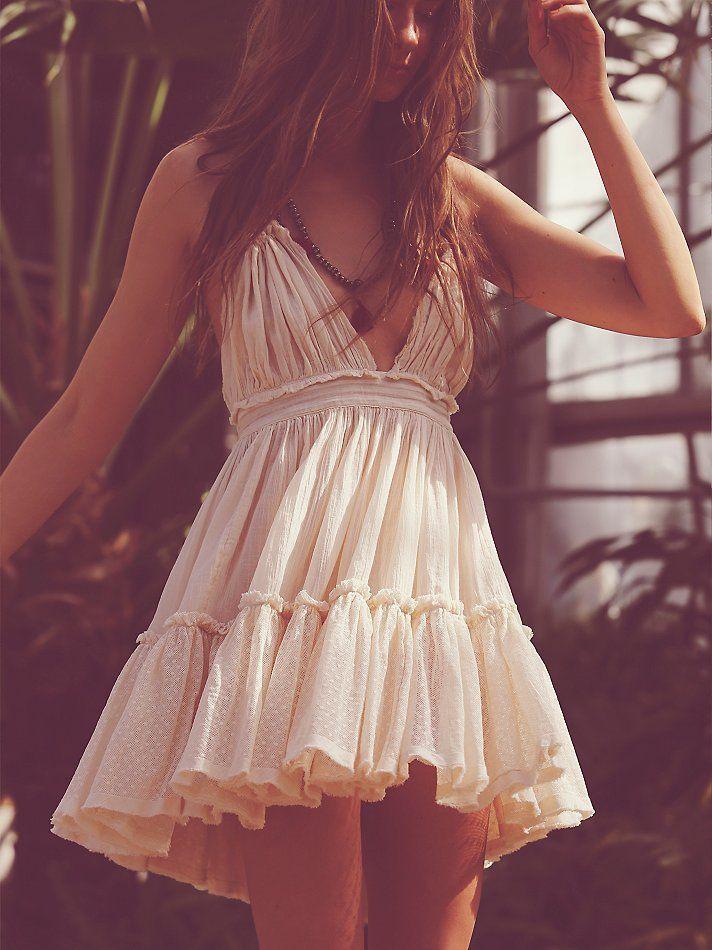 Đầm đi biển nhún bèo trắng