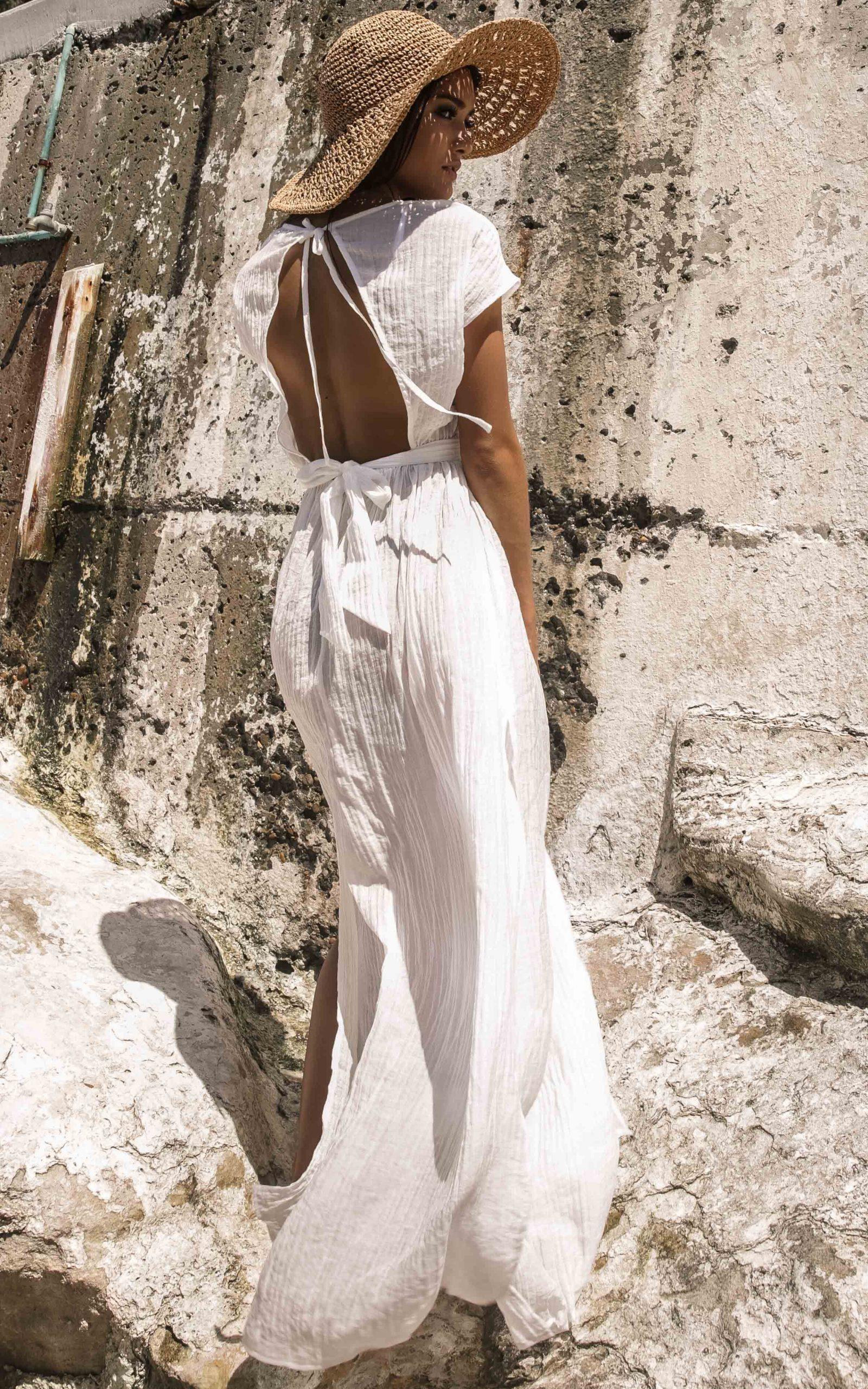 váy đi biển cut-out màu trắng