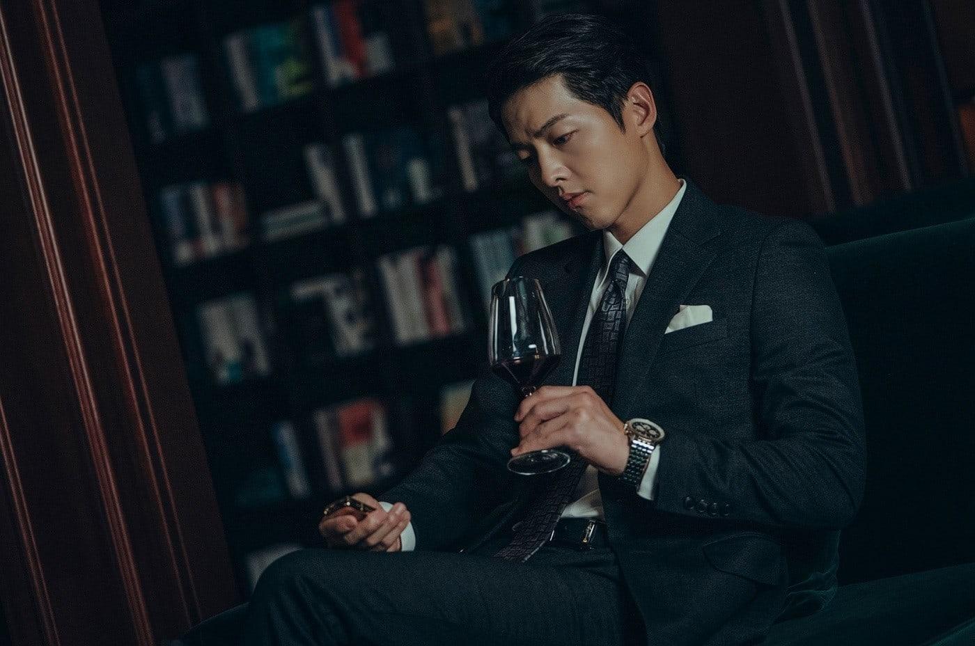 cảnh quay biểu tượng với chiếc zippo của Song Joong Ki trong Vincenzo