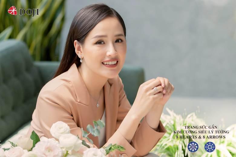 Hoa hậu Mai Phương Thuý trang sức Doji