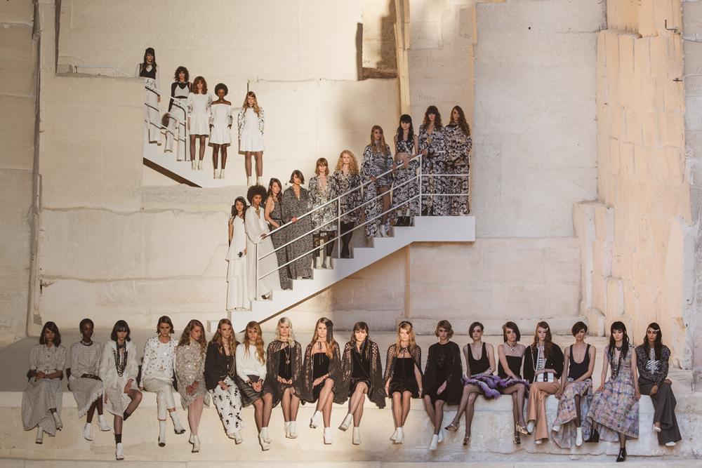 Hình ảnh cuối show diễn thời trang Chanel Cruise 2022