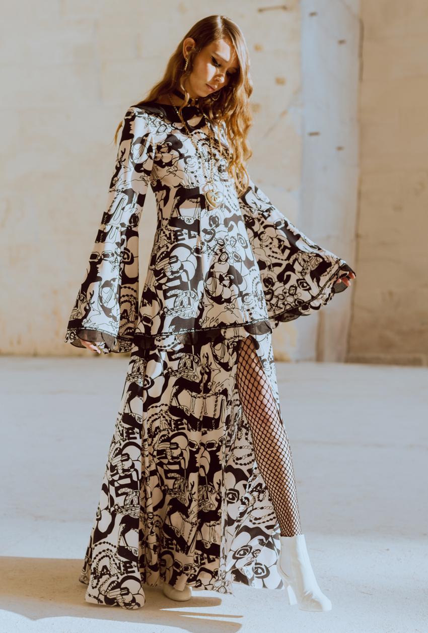 trang phục váy in họa tiết và logo chìm Chanel show Chanel 2022