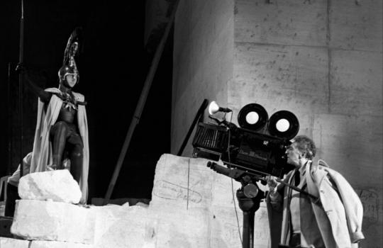 phim trắng đen của đạo diễn Jean Cocteau quay tại hang đá Carrières de Lumières