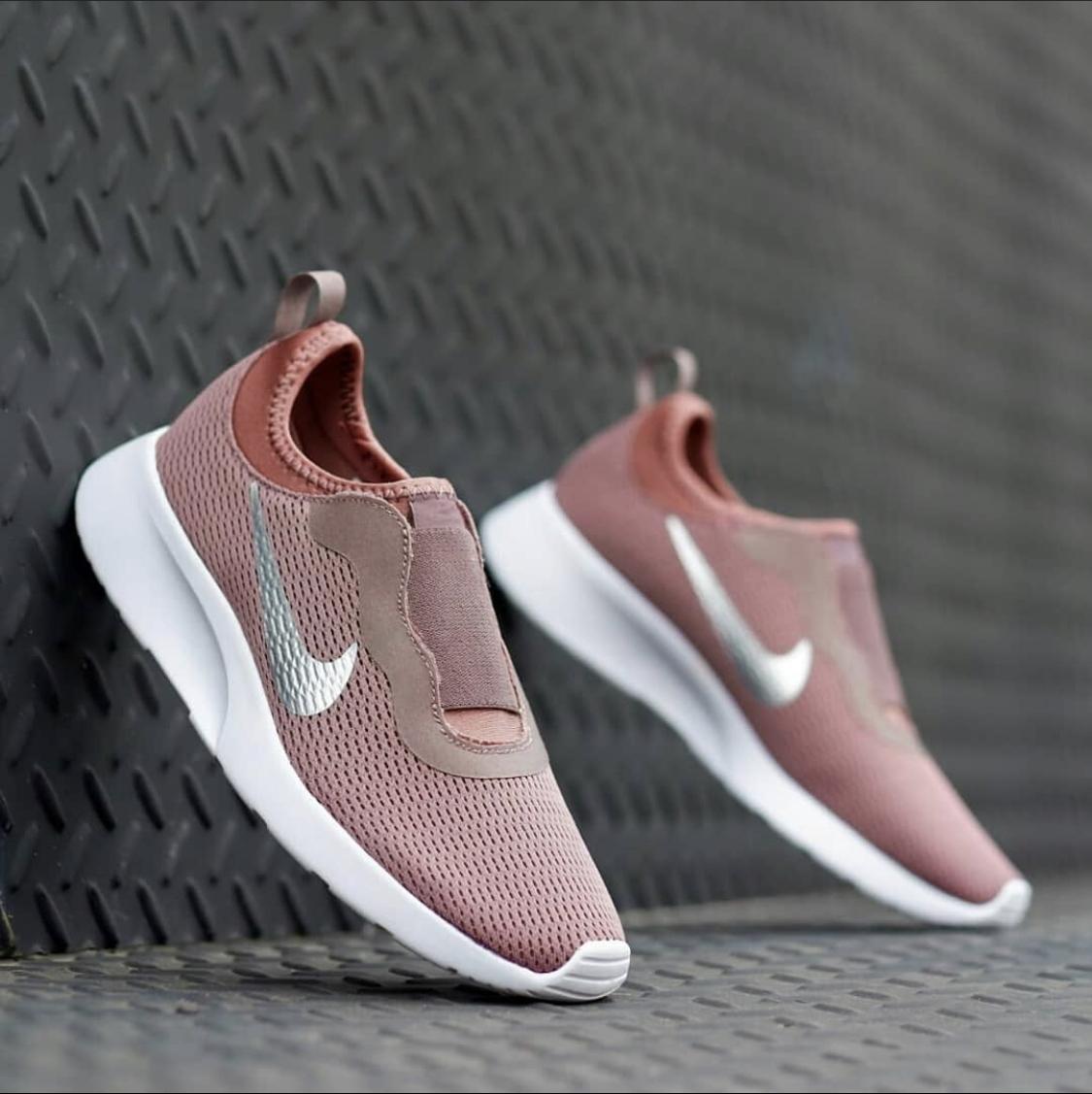 Giày thể thao sục Nike