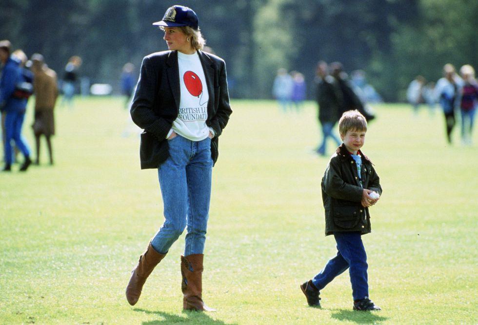 Công nương Diana và con trong một buổi đua ngựa