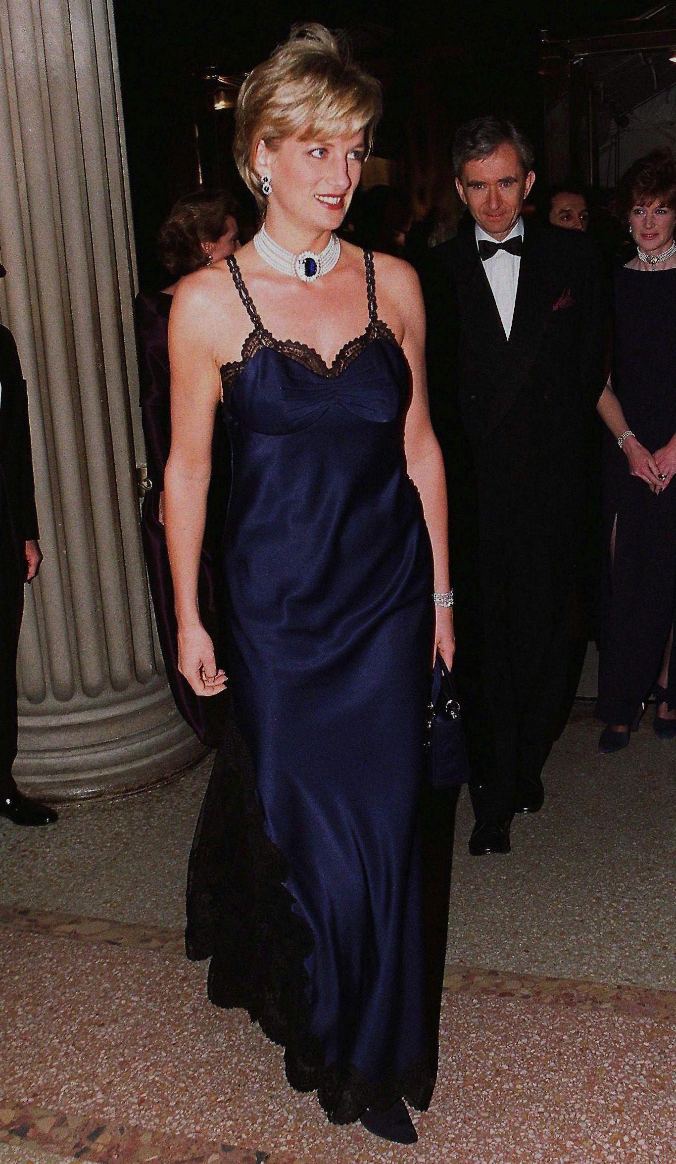công nương Diana Met Gala 1996 slip dress