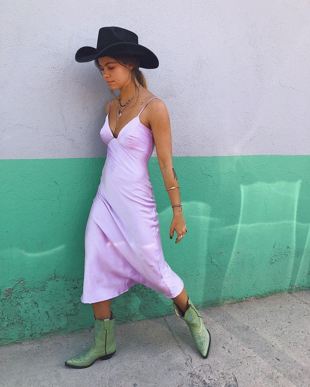 Đầm ngủ tím bốt cao bồi