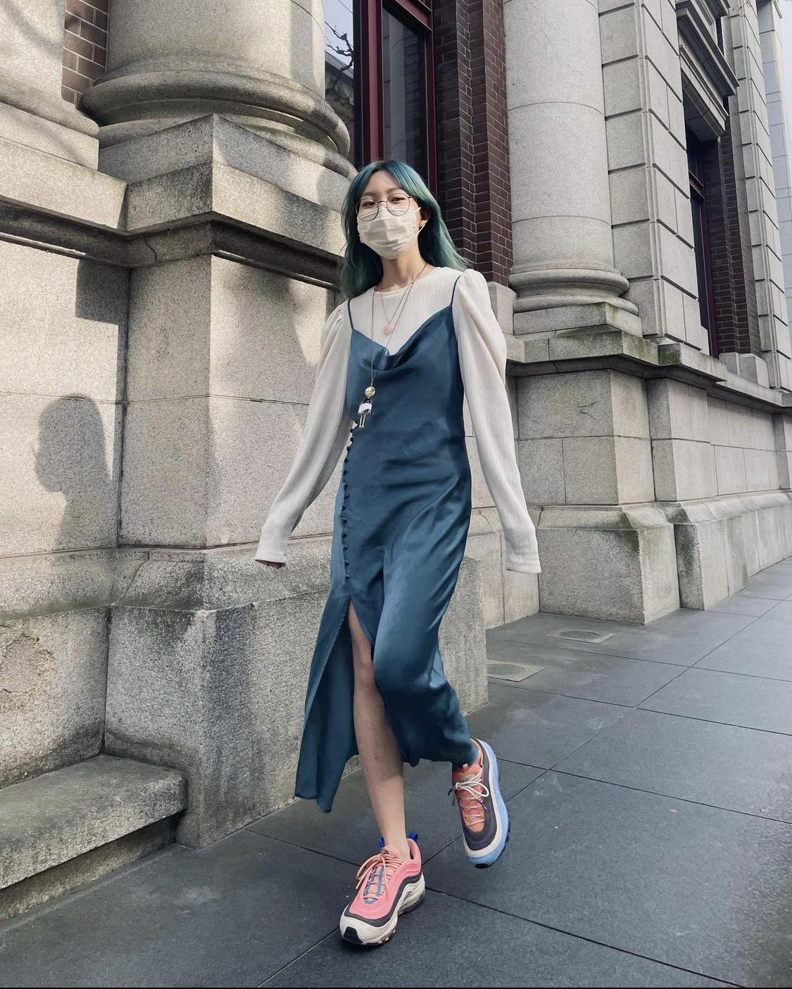 đầm dây xanh áo kiểu giày thể thao