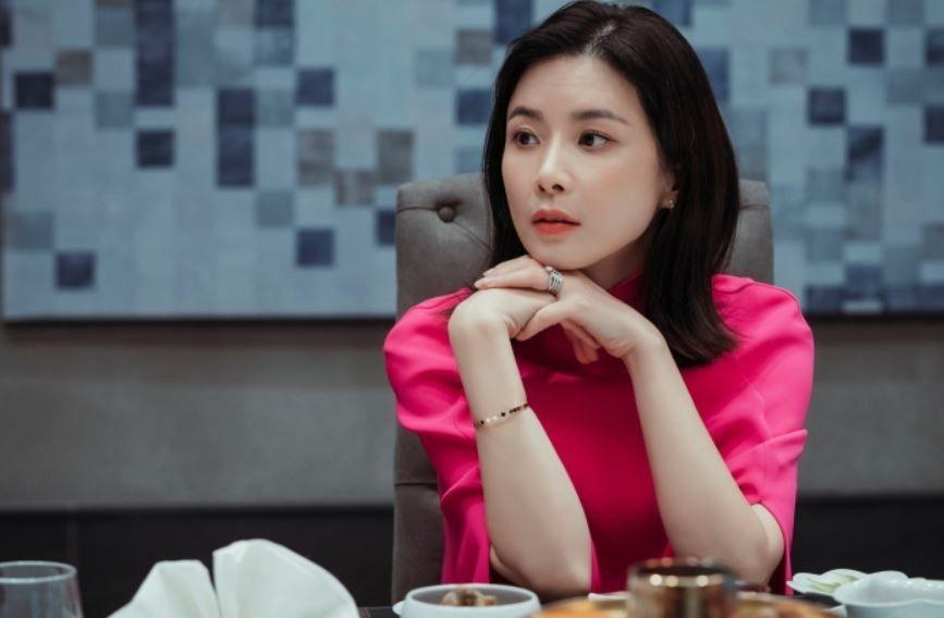 Nữ minh tinh Lee Bo Young sở hữu nét đẹp thách thức thời gian.