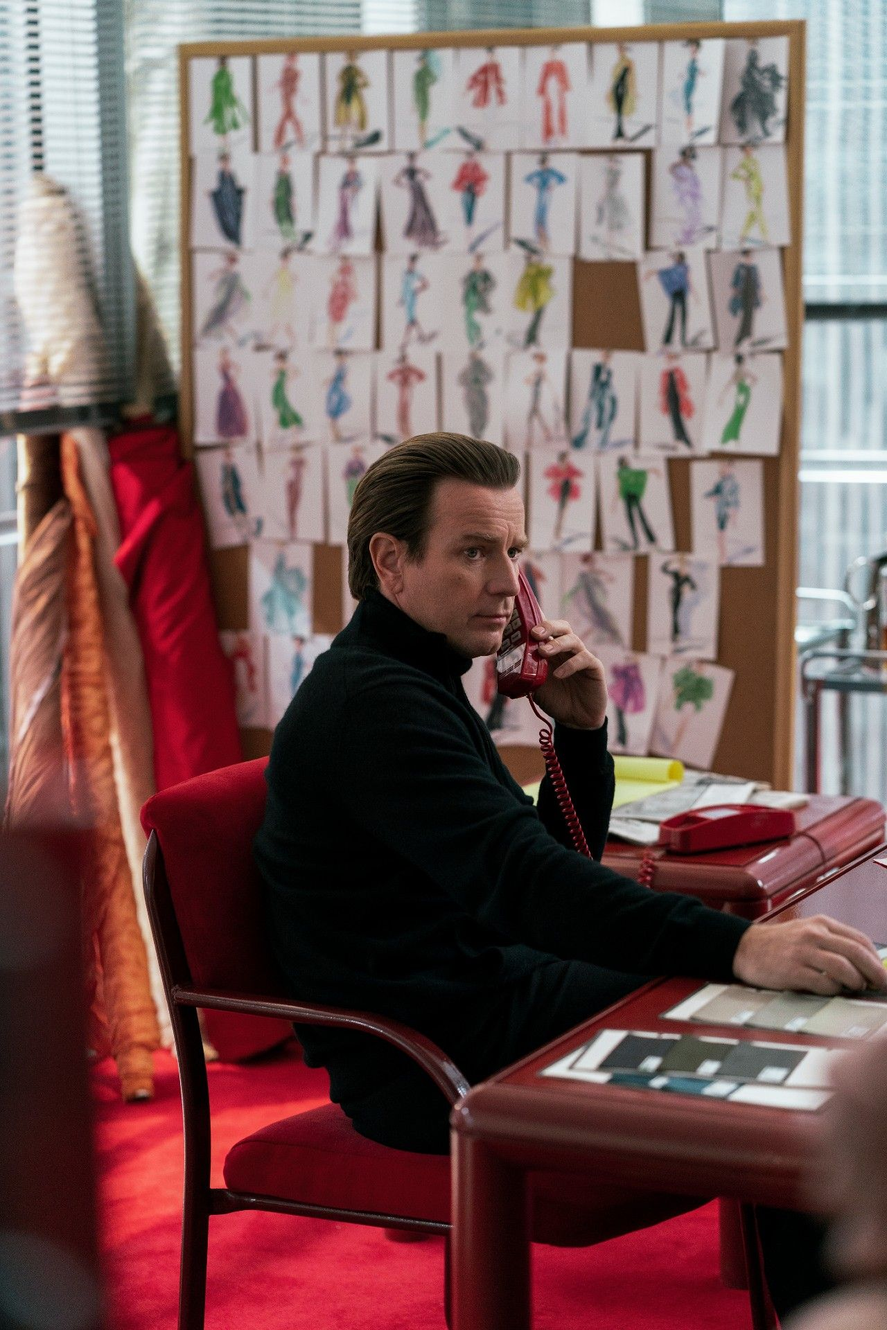 Diễn viên Ewan McGregor trong vai Halston