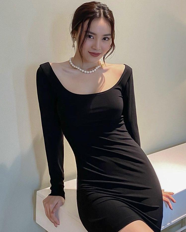 Ninh Dương Lan Ngọc LBD vòng cổ ngọc trai