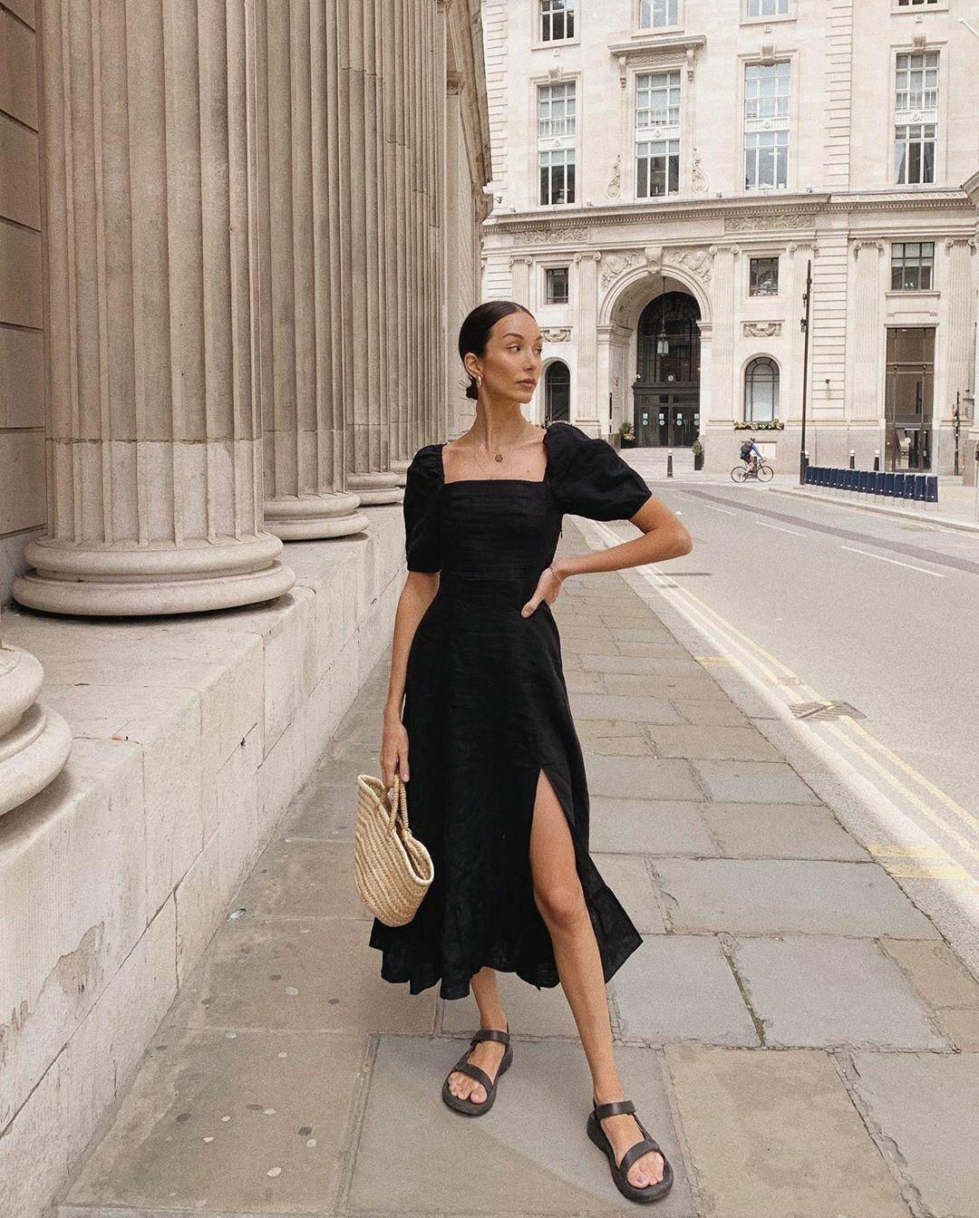 váy xẻ chân màu đen sandals