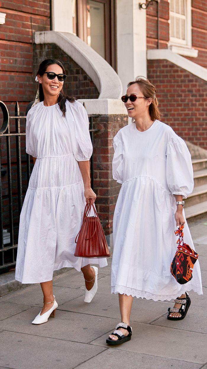 váy trắng sandals túi xách mùa Hè