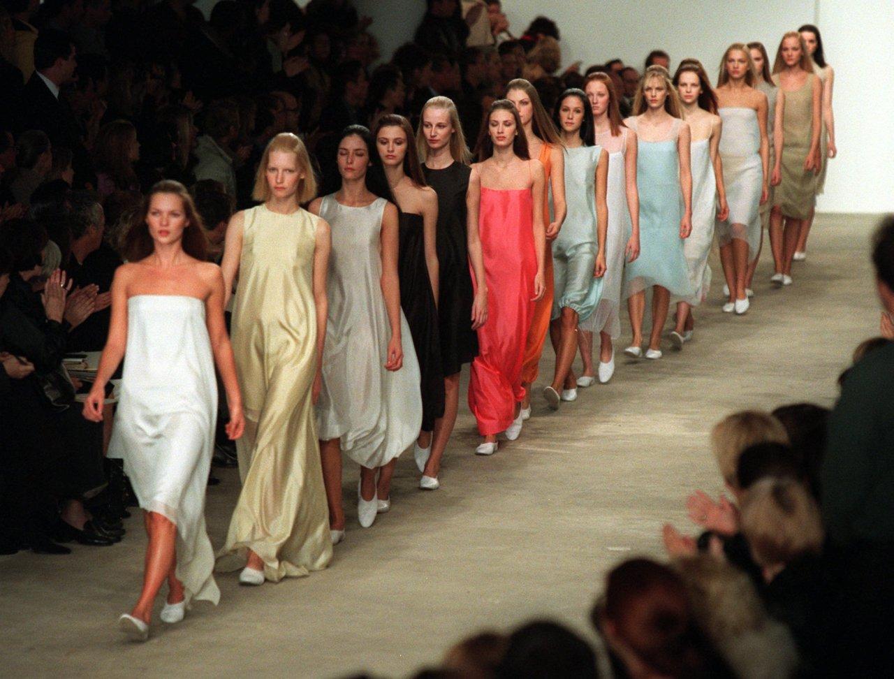Calvin Klein RTW mùa Xuân 1998 phong cách tối giản thập niên 90