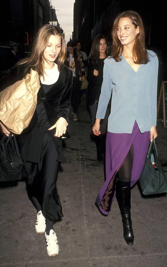 siêu mẫu Kate Moss và Christy Turlington phong cách thời trang tối giản thập niên 90