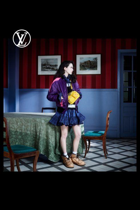 (Ảnh: Louis Vuitton)<br/>Stacy Martin áo khoác và chân váy xếp li