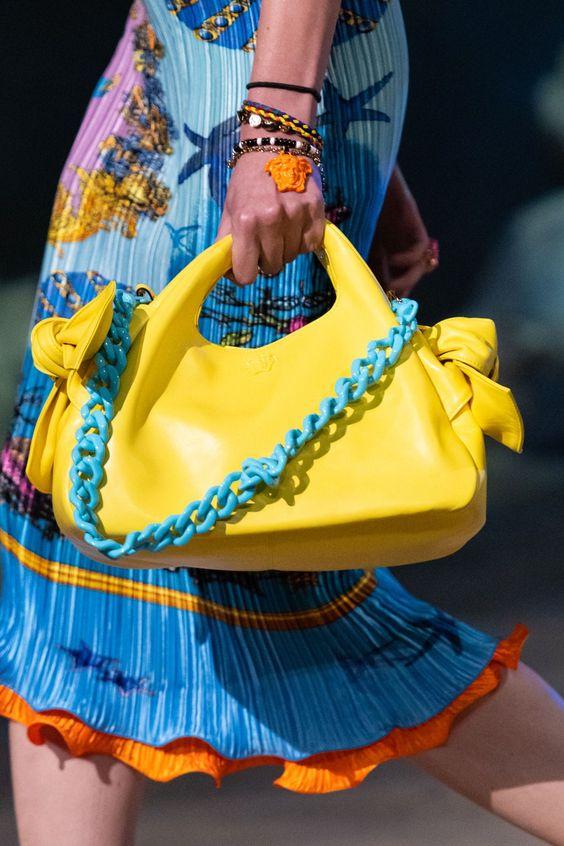 vòng tay hạt nhựa layer nhiều màu sắc từ Versace