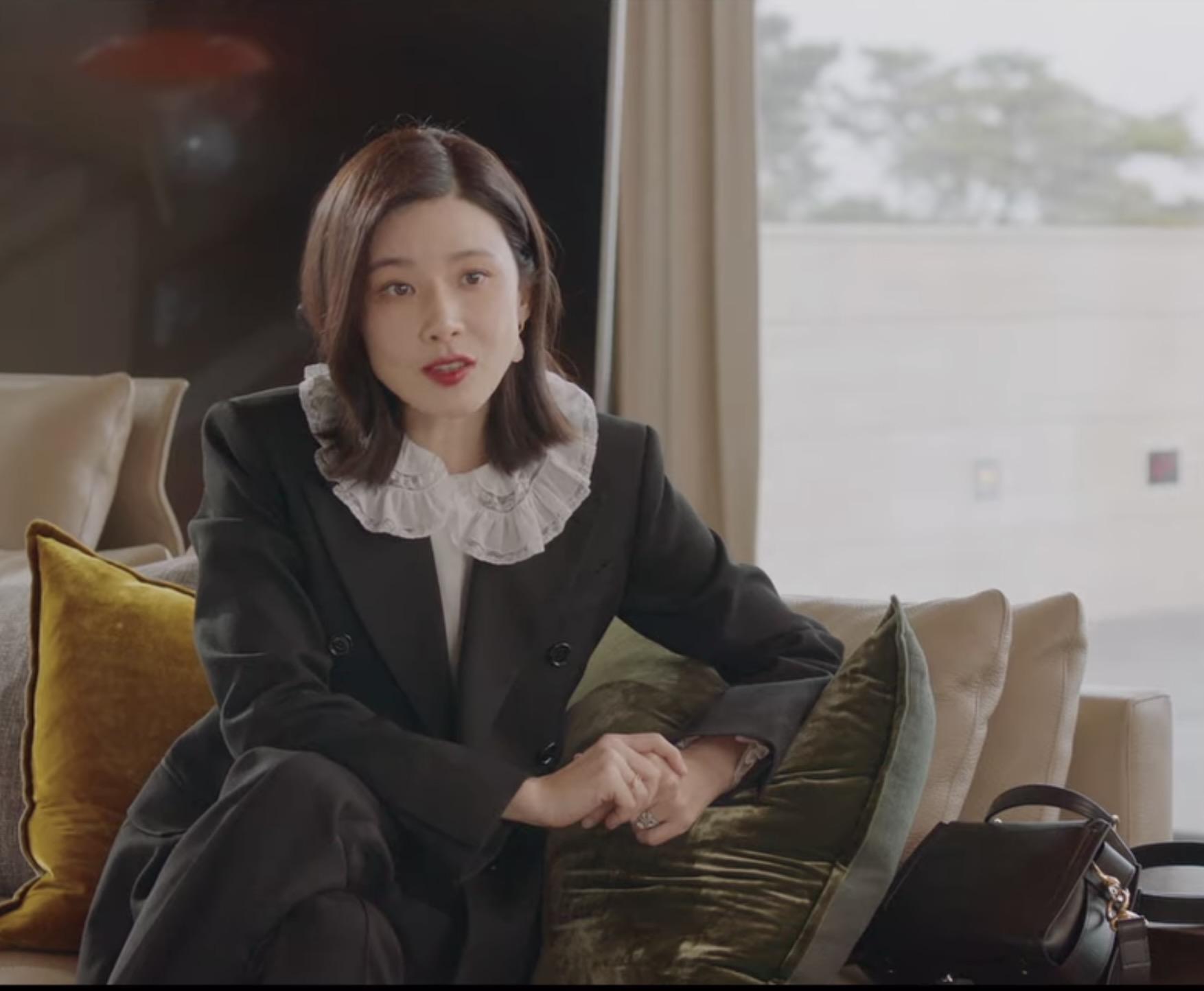 Lee Bo Young phim Mine trang phục từ Chloé