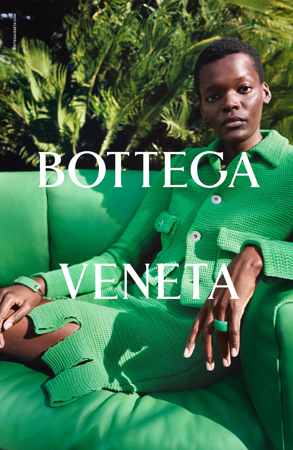 Trang phục màu xanh lá của hãng Bottega Veneta