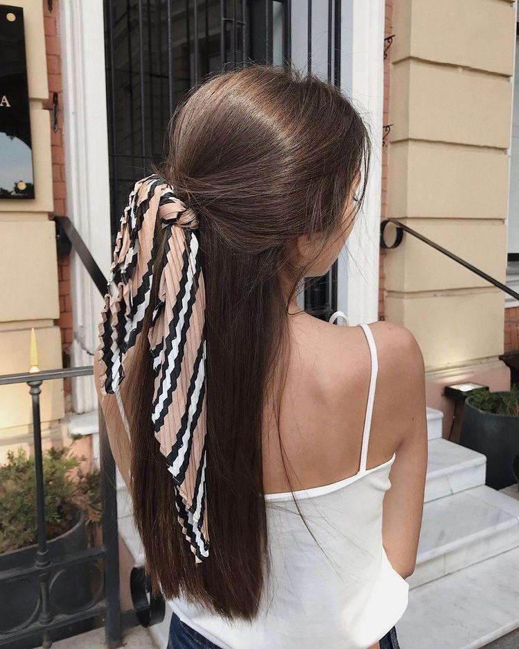 tóc buộc nửa đầu khăn lụa