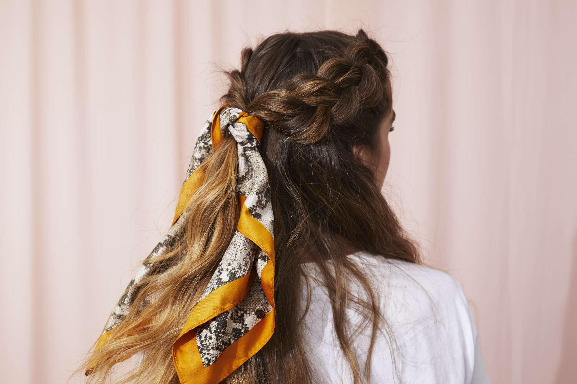 tóc thắt khăn lụa