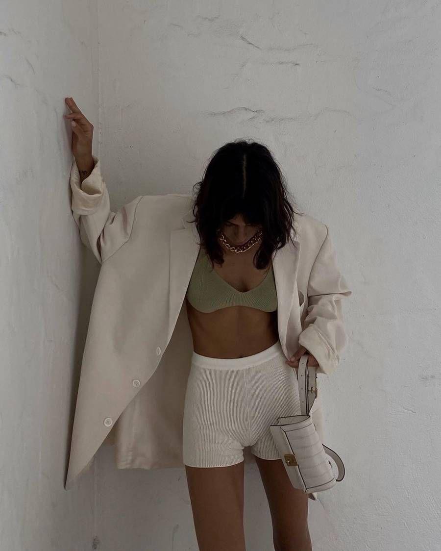 knit bra và áo blazer oversized
