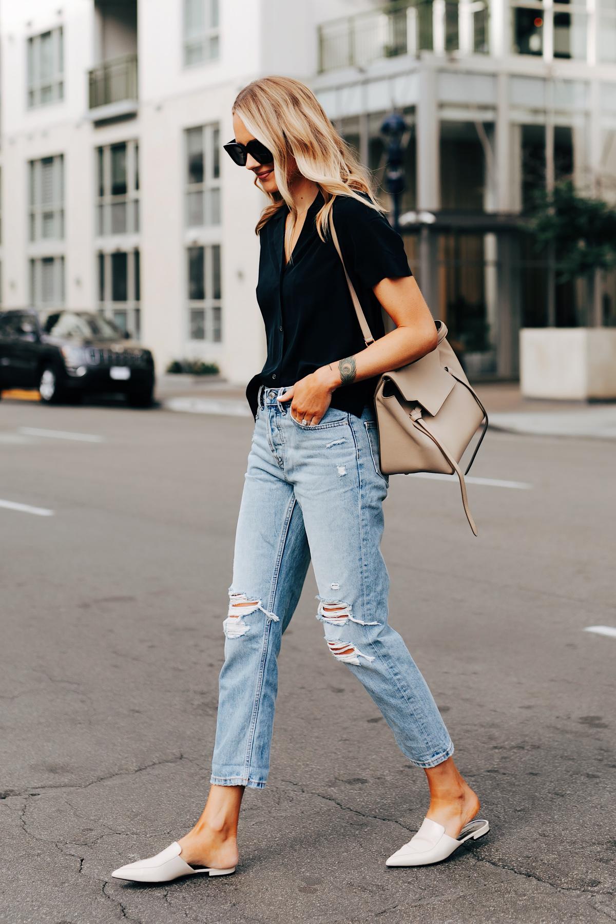 phối đồ giày hở gót và quần jeans