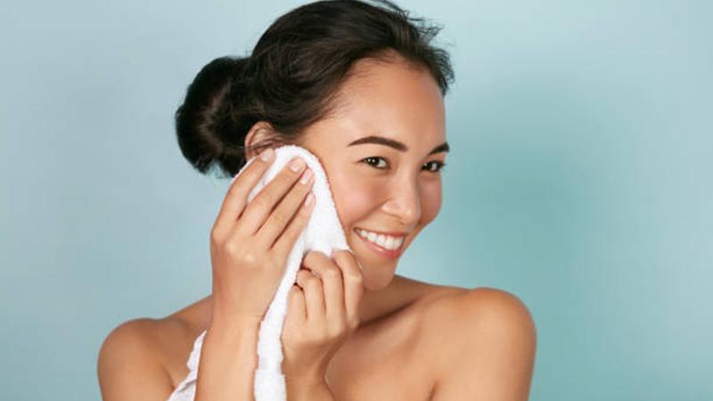 Lau mặt bằng khăn tắm - có nên hay không?