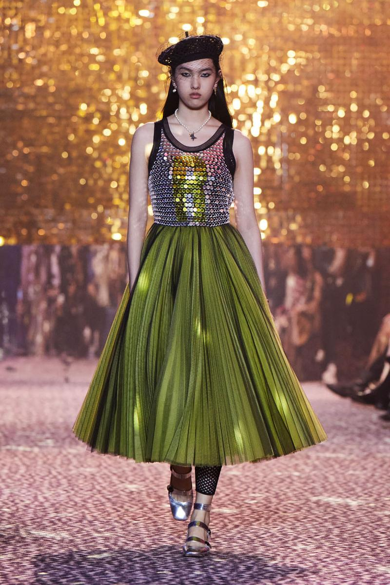 chân váy xếp li Dior FW 21