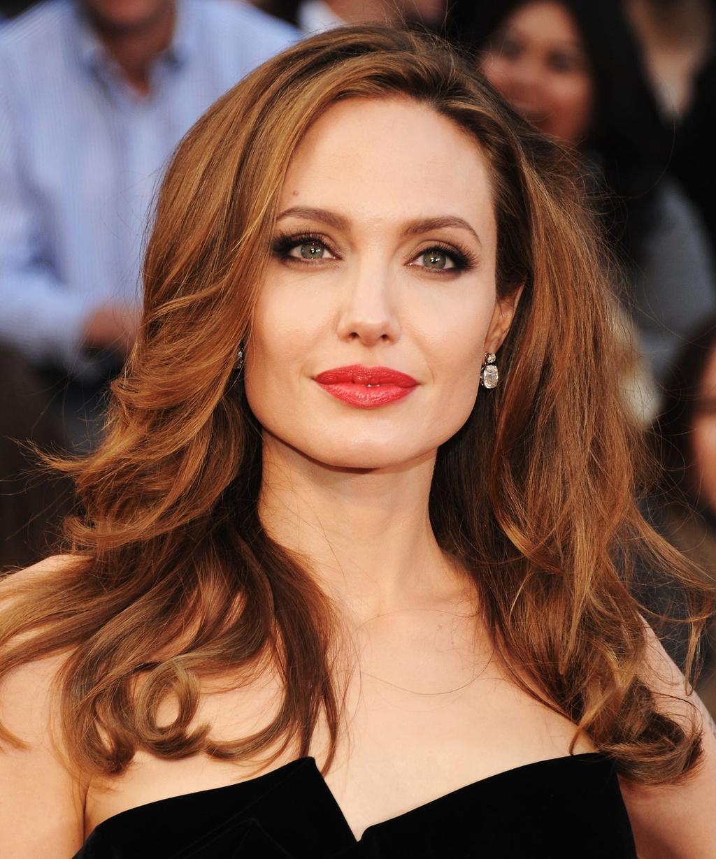 Bí quyết làm đẹp của Angelina Jolie