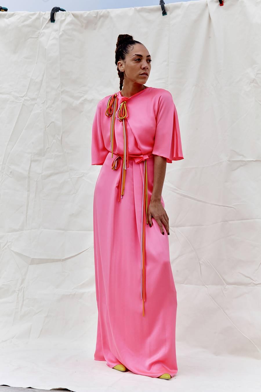 Đầm màu hồng nóng