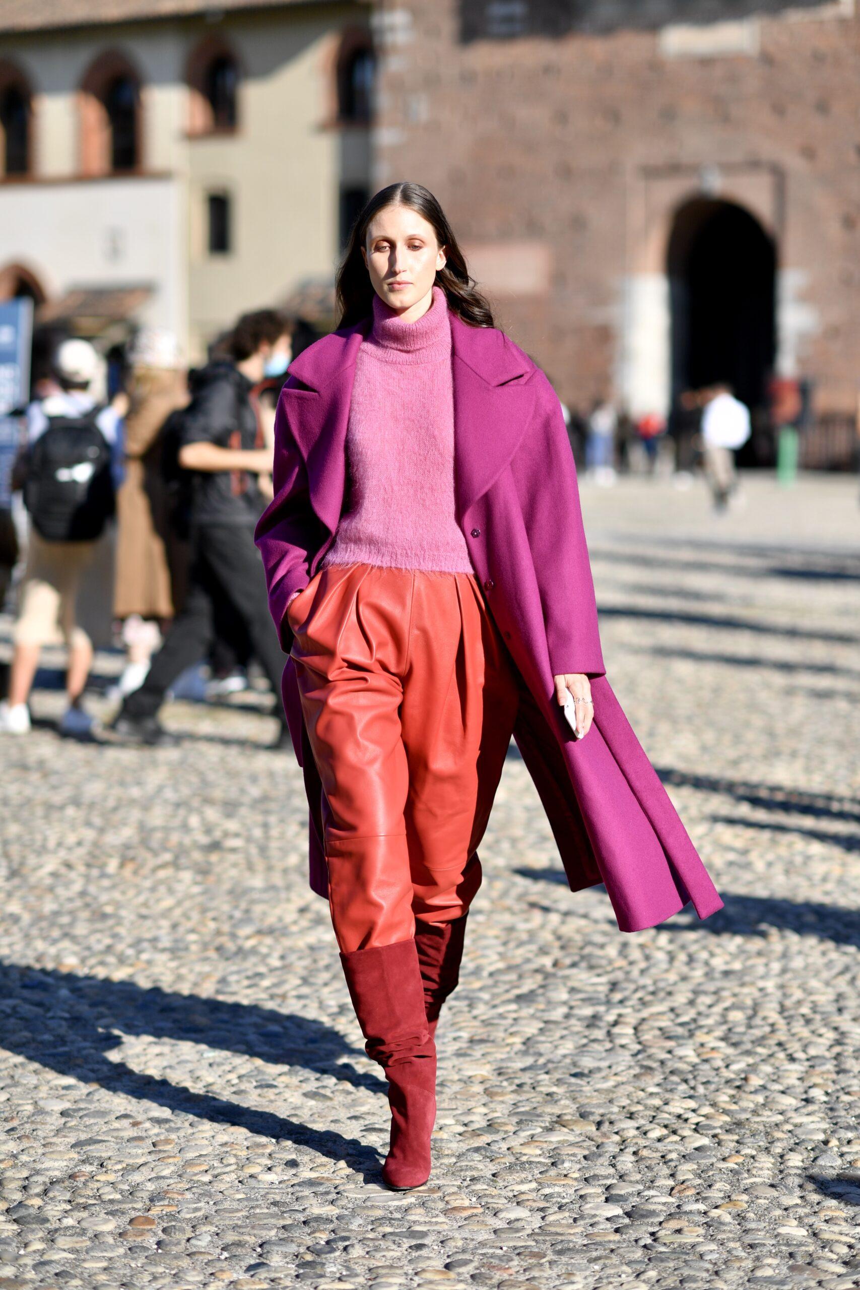 Quần màu đỏ phối áo khoác train coat hồng