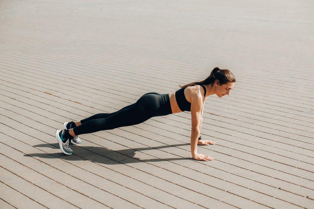 Động tác Plank là động tác thường thấy trong các bài tập về mỡ bụng dưới