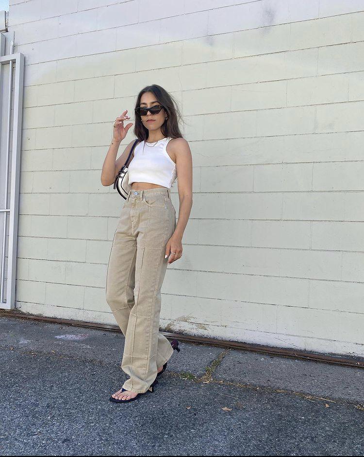 áo ba lỗ trắng phối quần jeans cạp cao