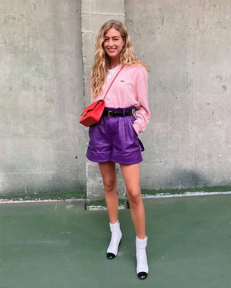 Áo hồng phối quần shorts tím