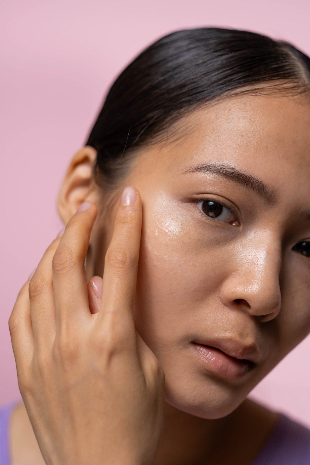 Nâng hạng dưỡng da cùng serum chứa thành phần vàng Niacinamide