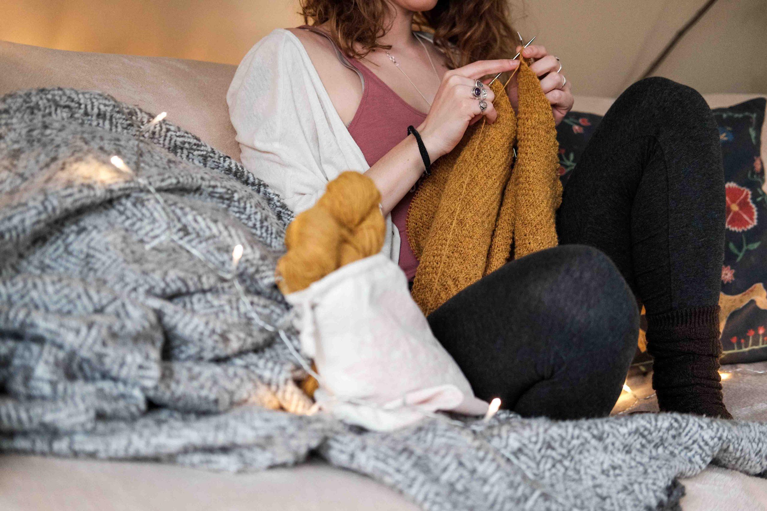 cô gái đan len