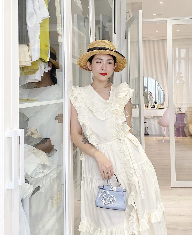 Váy trắng chi tiết bèo nhún