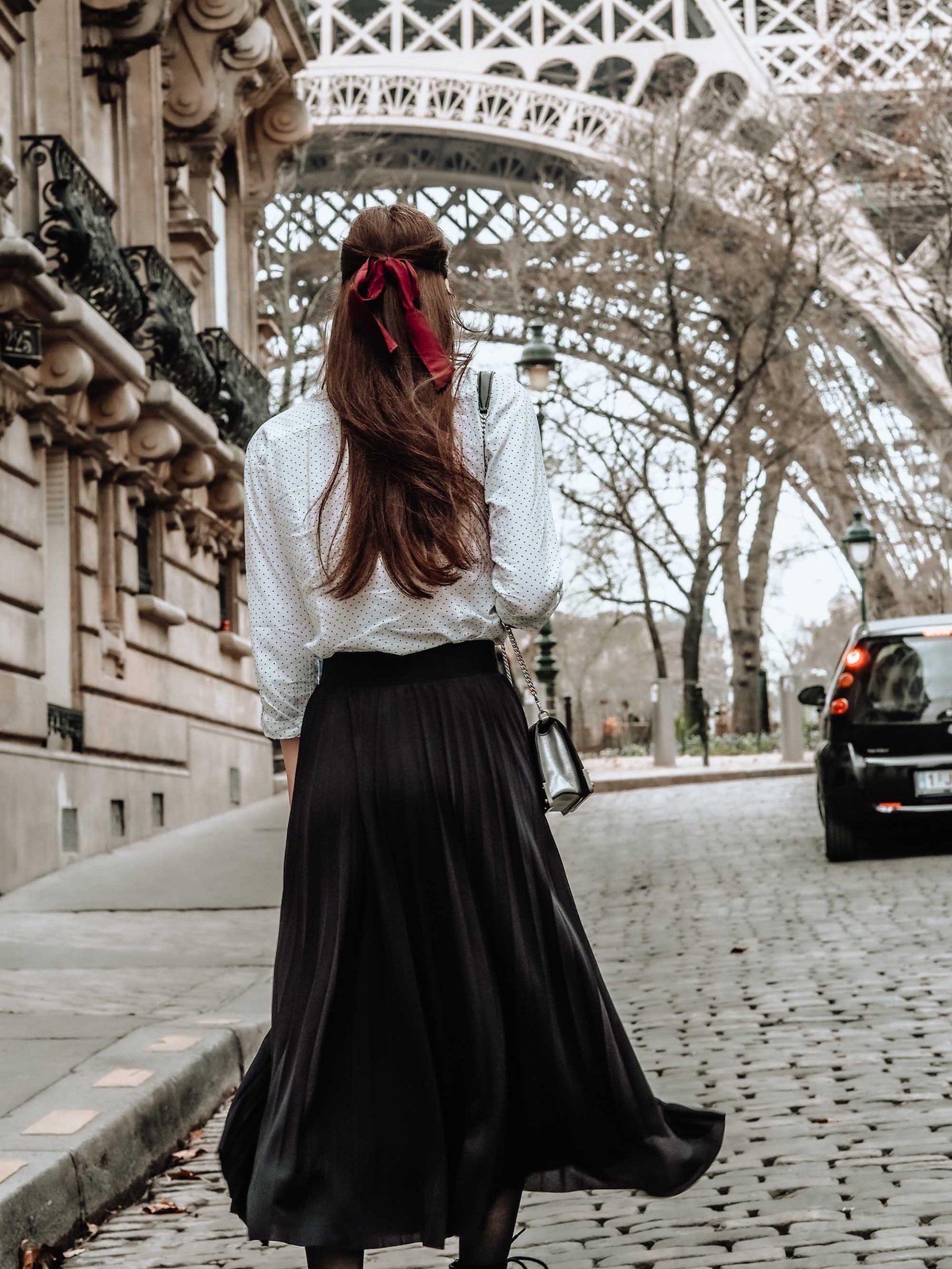 Cô gái nước Pháp tận hưởng niềm vui đi dạo