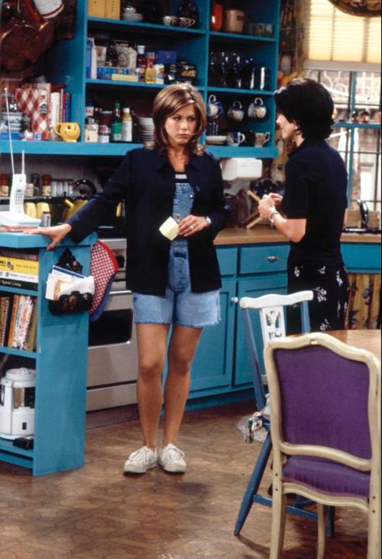 Rachel Green mặc nhà quần yếm