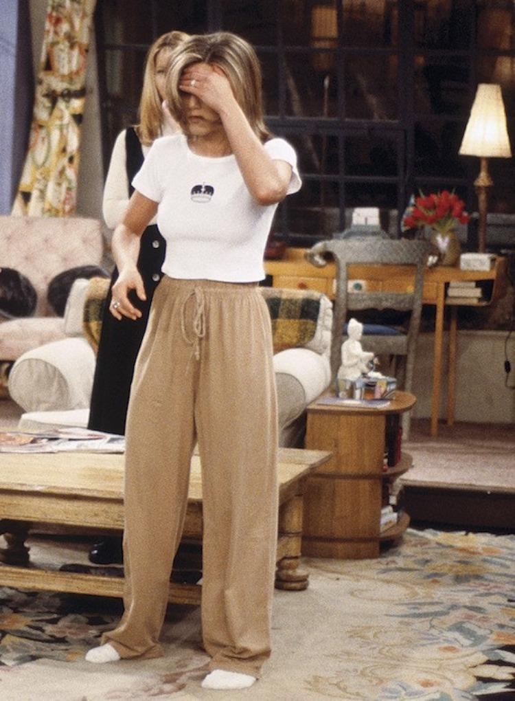 Rachel Green quần thụng ở nhà