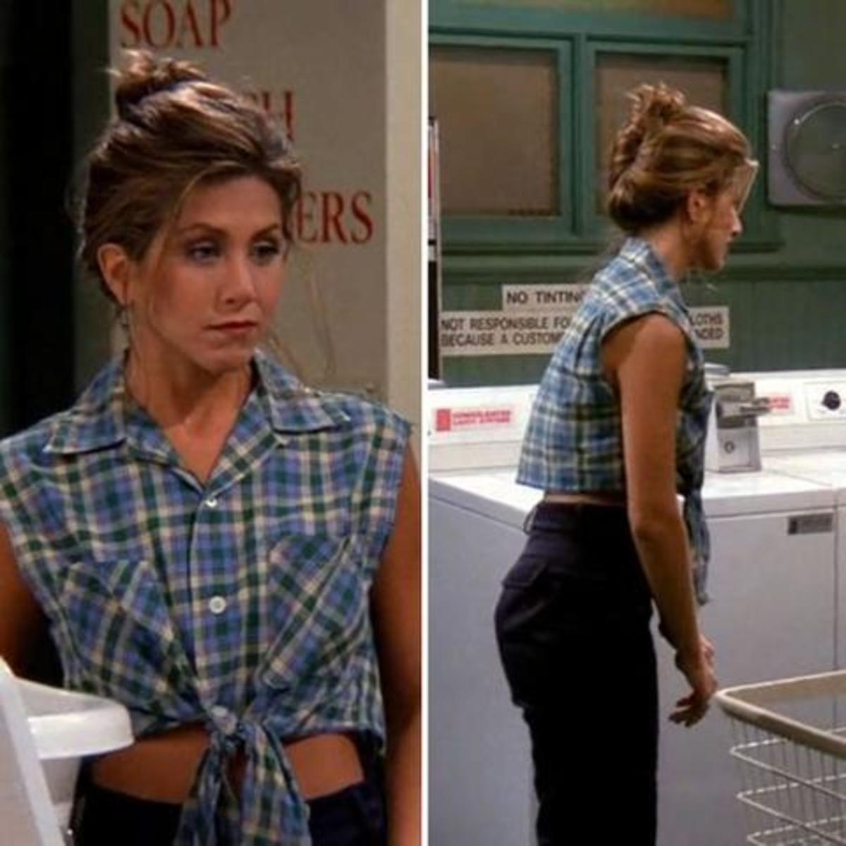 Rachel Green ở nhà cùng sơmi buộc vạt