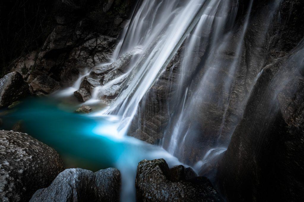 Hoàng Su Phì thác nước giữa rừng