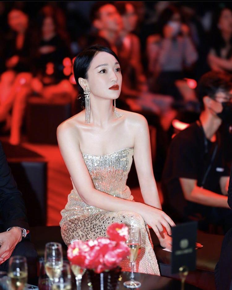 Châu Tấn tham gia sự kiện với trang sức Chanel