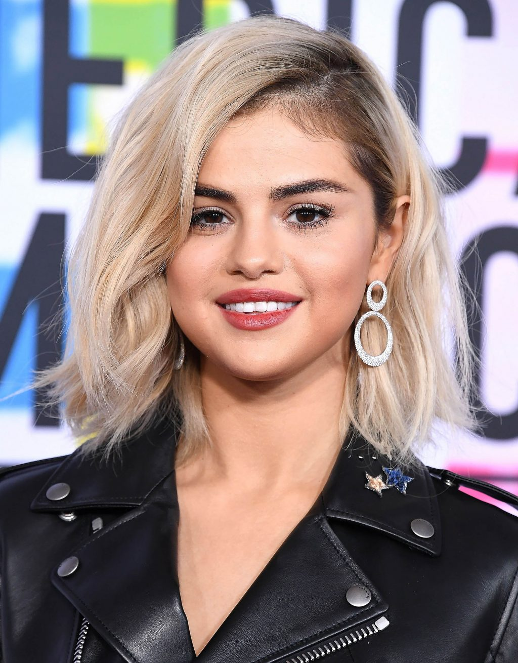 Selena Gomez bước qua thăng trầm